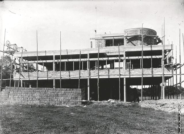 Construction de la villa savoye par le corbusier 5332281 for Construction de villa